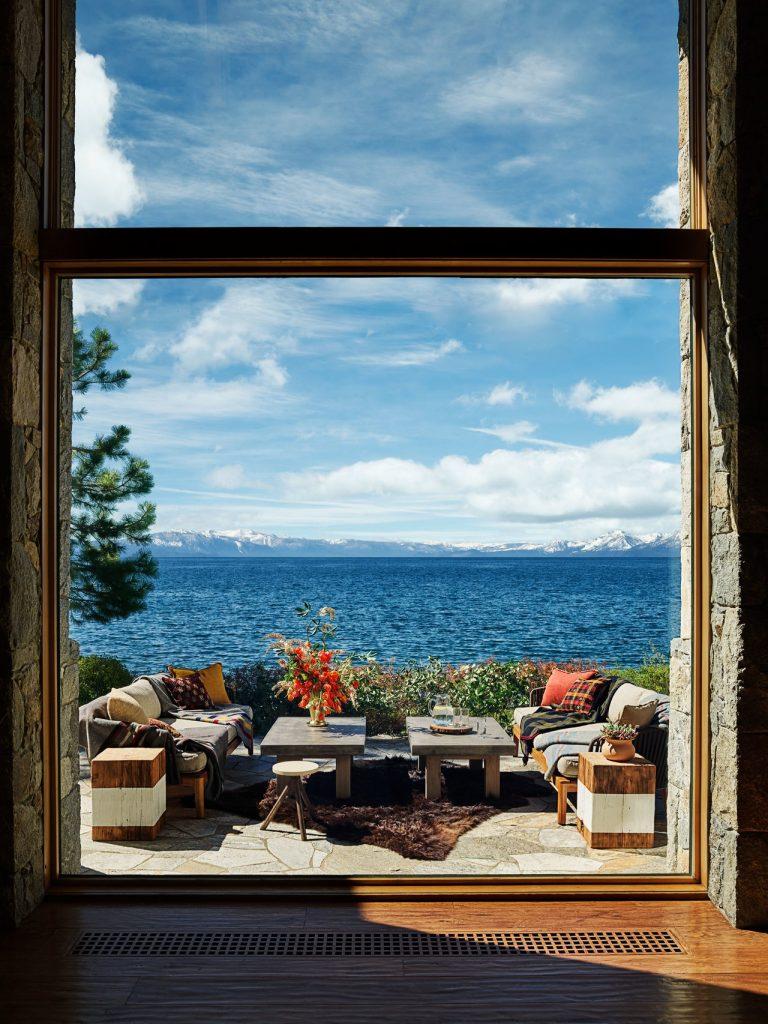 Căn biệt thự nghỉ dưỡng có hướng nhìn tuyệt đẹp ra dãy núi Sieras cùng hồ Tahoe