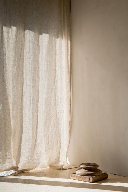 Chất liệu vải thô như vải bố, vải linen (vải lanh) sẽ được ưu tiên trong phong cách Wabi Sabi