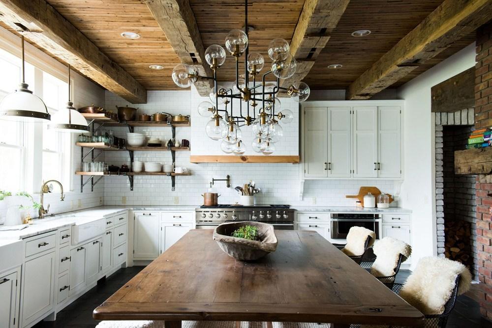 Phong cách Scandinavian với không gian trắng sáng kết hợp cùng vật liệu trầm ấm