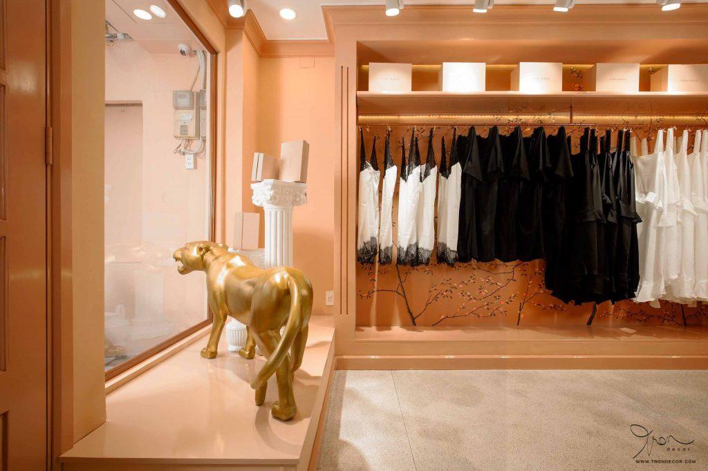 Cần bố trí khu vực trưng bày trong thiết kế shop thời trang
